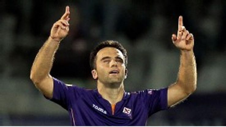 Giuseppe Rossi celebrates after netting the final goal in Fiorentina's victory.