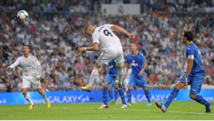 Karim Benzema misses a headed chance against Getafe.