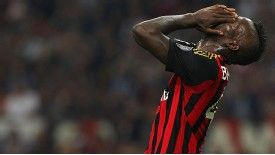 Mario Balotelli missed a penalty and was sent off in Milan's defeat to Napoli.