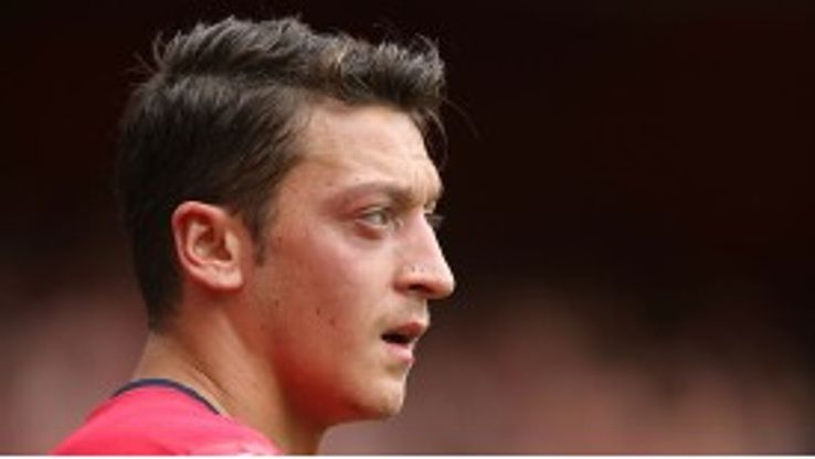 Mesut Ozil made his home debut fro Arsenal against Stoke.