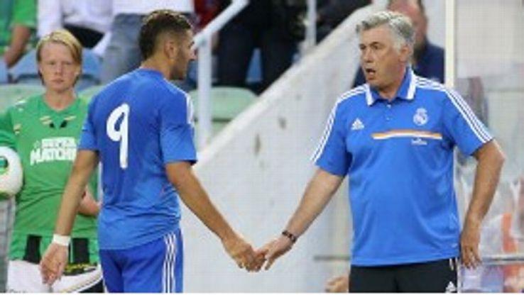 Carlo Ancelotti and Karim Benzema hand hold