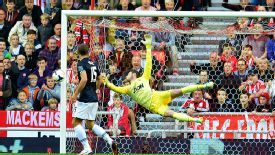 David de Gea made a stunning save to deny Giaccherini.