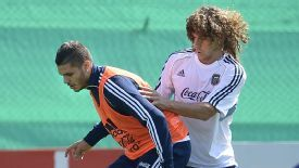 Mauro Icardi holds off Fabricio Coloccini in training.