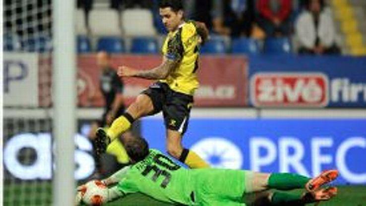 Vitolo scores a late equaliser for Sevilla against Liberec.