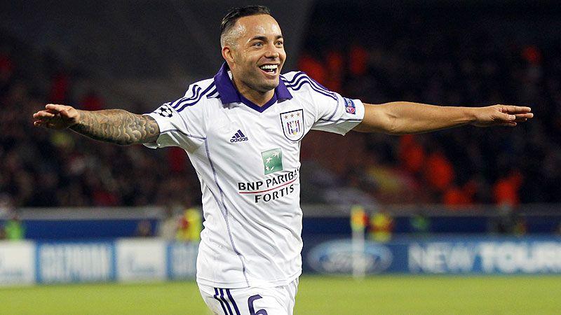 Demy De Zeeuw put Anderlecht in front at PSG.