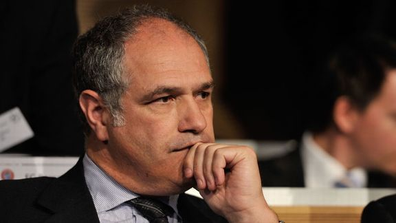 Barcelona sporting director Andoni Zubizarreta needs to get moving in the transfer market.