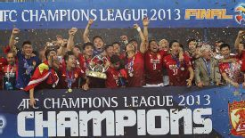 Guangzhou Evergrande lift the Asian Champions League trophy.
