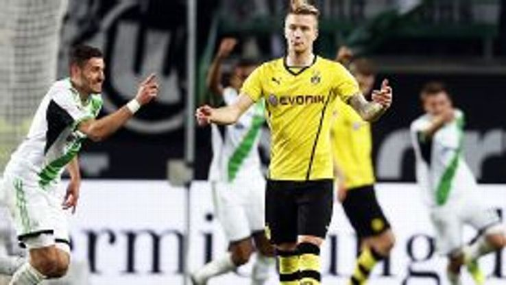 Marco Reus downcast, Wolfsburg celebrate