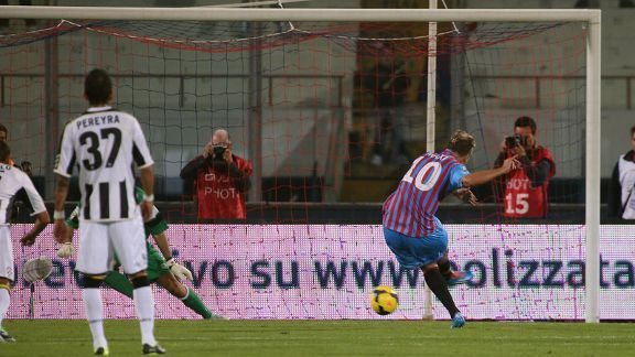 Maxi Lopez's penalty gave Catania all three points against Udinese.