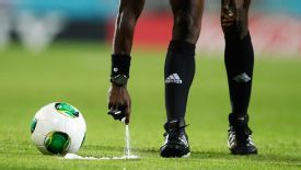 A referee applies vanishing spray during the 2013 U20 World Cup.