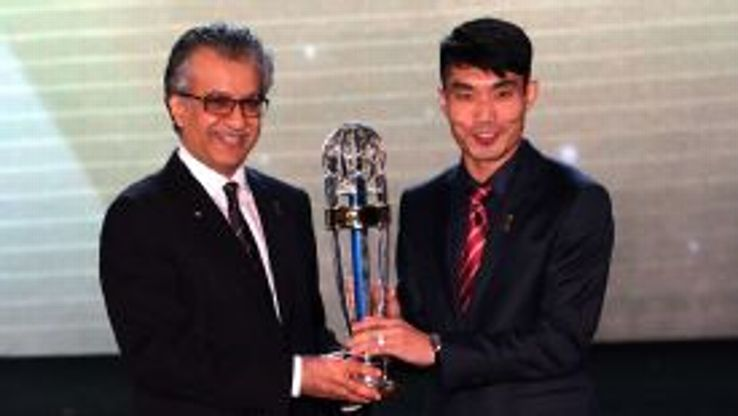 Zheng Zhi collects his award from AFC president Sheikh Salman bin Ibrahim Al Khalifa.