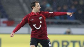 Steve Cherundolo makes his long-awaited return for Hannover
