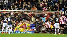 Fabio Borini sends David de Gea the wrong way to put Sunderland back in front.