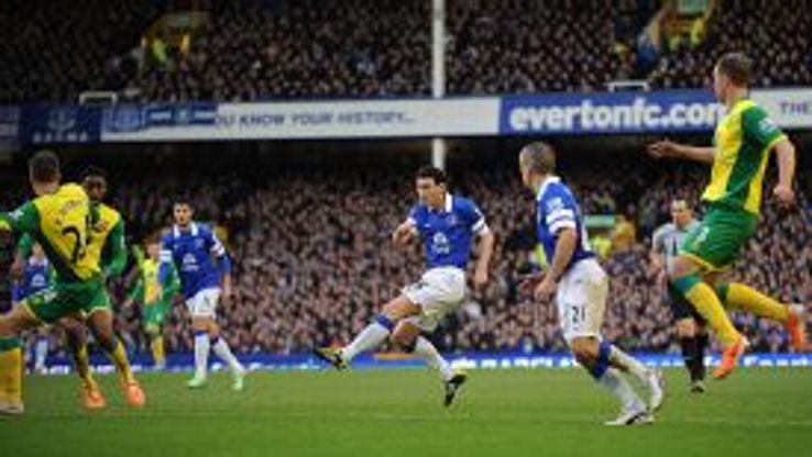 Everton's Gareth Barry scores the opening goal of the game
