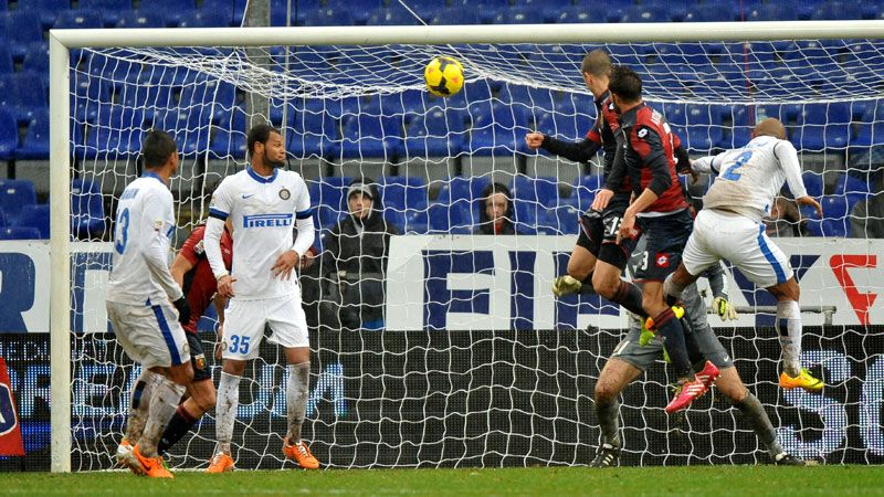 Luca Antonelli scores the winning goal for Genoa against Inter.