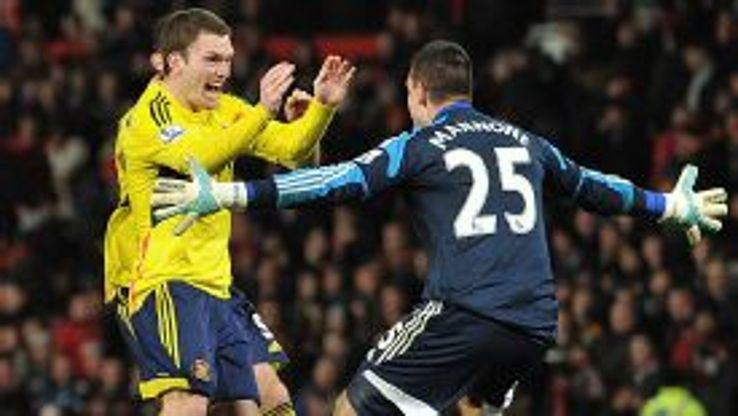Craig Gardner celebrates with Vito Mannone after beating Man United in the shootout.