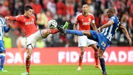 Fernando challenges Benfica's Enzo Perez.