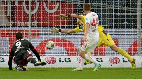 Eren Derdiyok scores the winning goal for Bayer Leverkusen.