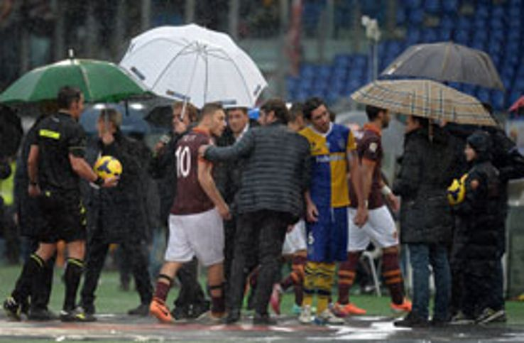 Roma's game at home to Parma had to be abadoned due to adverse weather conditions.