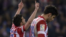 David Villa dedicates his goal to former Spain coach Luis Aragones, who died on Saturday aged 75.