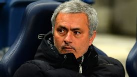 Jose Mourinho bench Man City vs Chelsea