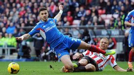 Wes Brown brings down Shane Long, resulting in an early bath for the Sunderland defender.
