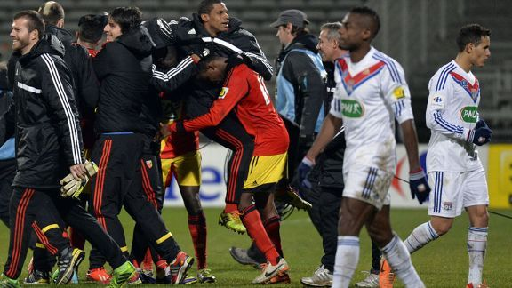 Lens players celebrate as they knocked Lyon out the Coupe de France.