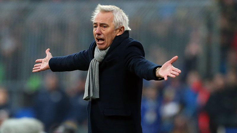 Bert van Marwijk watches on as Hamburg lose to Eintracht Braunschweig.