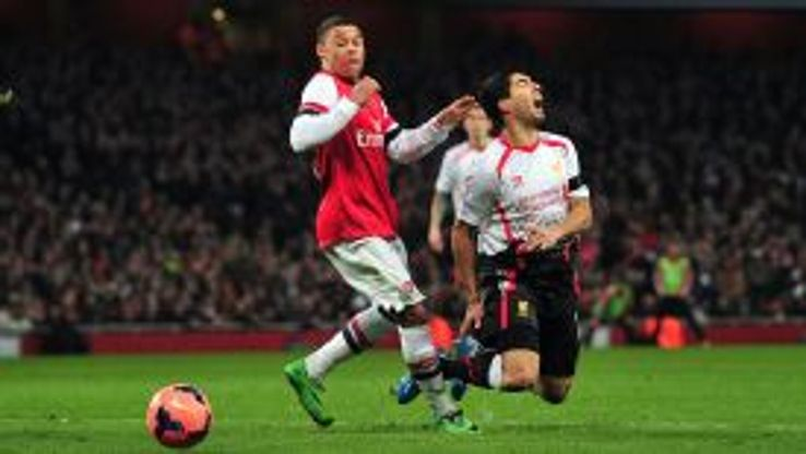 Oxlade-Chamberlain challenged Suarez in the area but Howard Webb said no penalty.