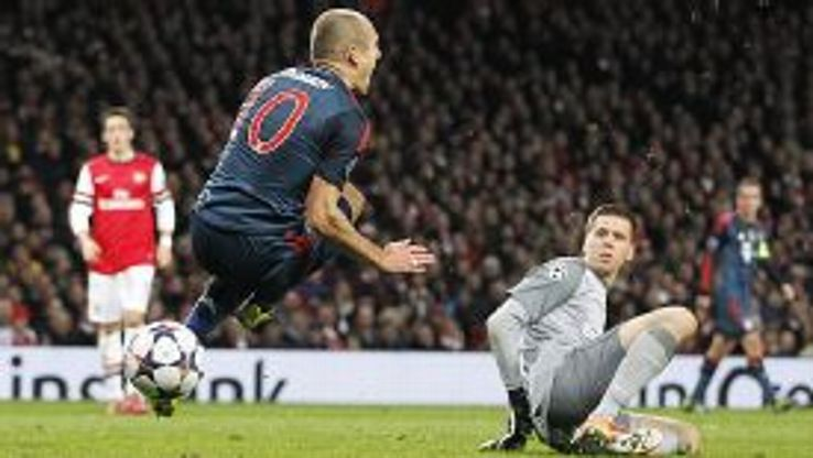 Wojciech Szczesny fells Arjen Robben, leading to a penalty and a red card for the Arsenal keeper.
