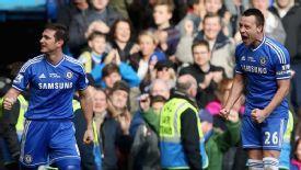 Chelsea celebrate their late winner against Everton.