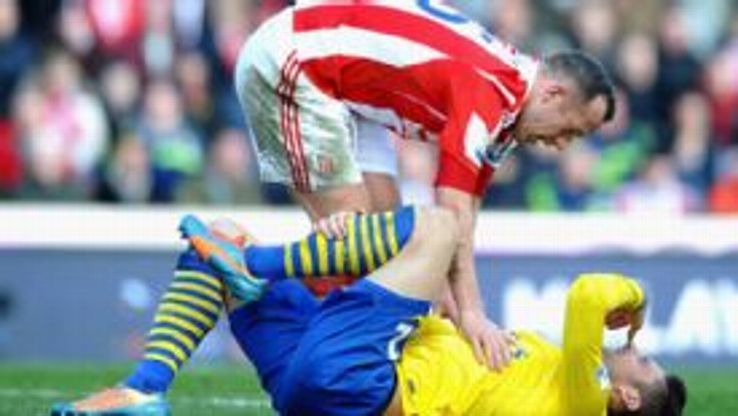 Charlie Adam and Olivier Giroud clash Stoke vs Arsenal