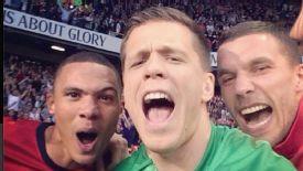 Wojciech Szczesny took a selfie alongside teammates Kieran Gibbs and Lukas Podolski.