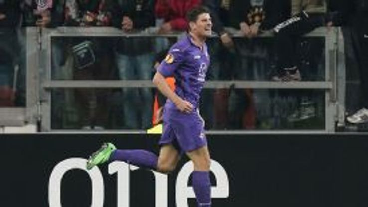 Mario Gomez celebrates after scoring for Fiorentina during their Serie A victory against Chievo.