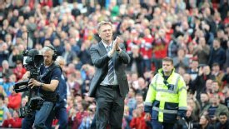 Manchester United manager David Moyes thanks the home fans after the final whistle