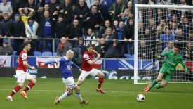 Steven Naismith scores the opening goal to put Everton ahead against Arsenal.