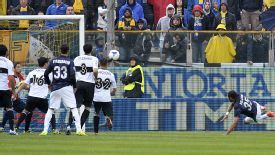 Rolando acrobatically gives Inter the lead at Parma.