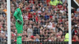 David de Gea shows his frustration after conceding against Sunderland.
