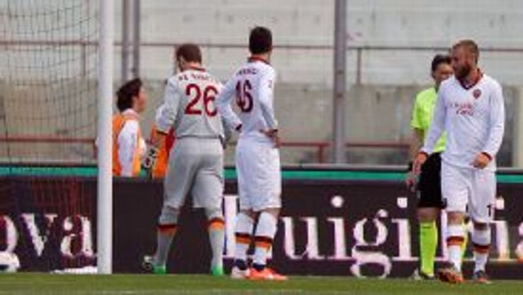 Roma's players react to conceding against Catania.