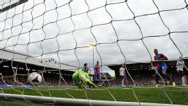 David Stockdale is powerless to prevent Dwight Gayle from giving Palace the lead at Fulham.