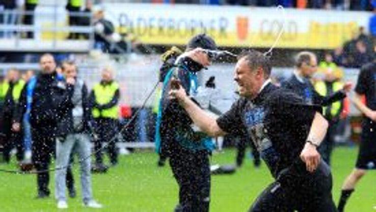 Andre Breitenreiter celebrates Paderborn's celebration to the Bundesliga.