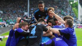 Hamburg players celebrate after retaining their place in the Bundesliga vs. Greuther Fuerth.