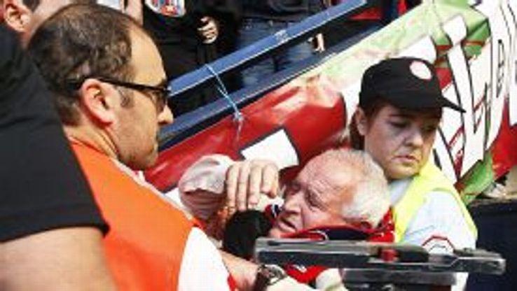 Osasuna fan injured in barrier collapse