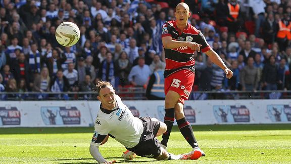 Bobby Zamora scored a late winner for 10-man QPR to send them to the Premier League.