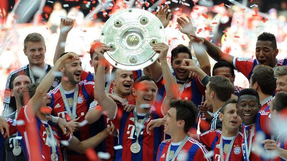 Daniel Van Buyten lifts the <i>Meisterschale</i> as he celebrates Bayern's 2013-14 Bundesliga success with his teammates.