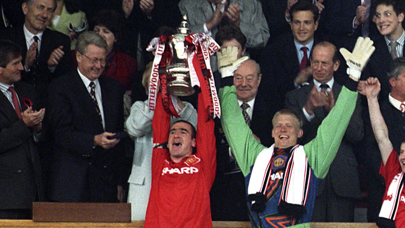 Eric Cantona Peter Schmeichel Manchester United FA Cup trophy lift