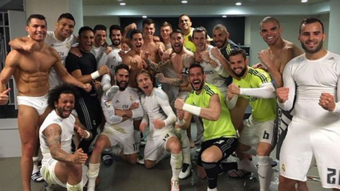 Real Madrid pose dressing room