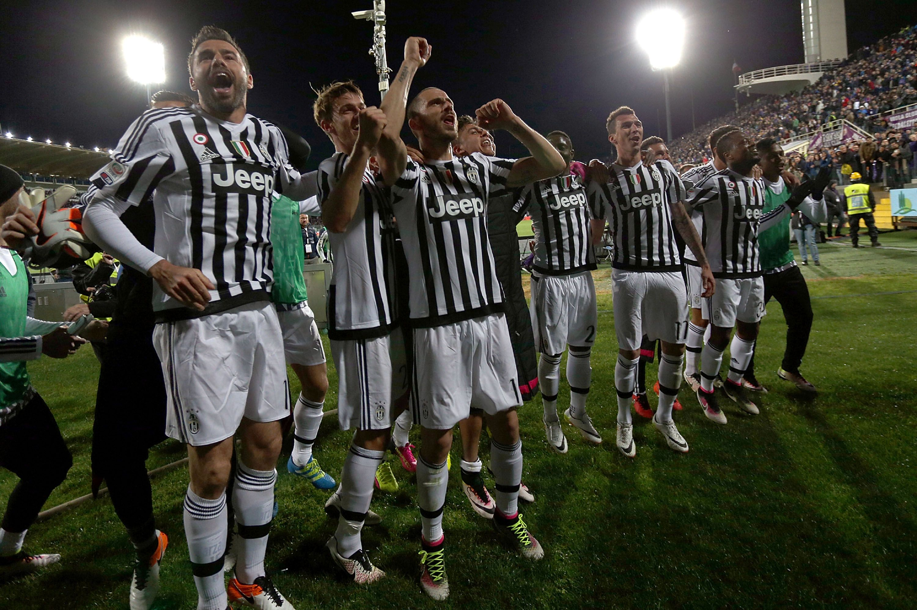 Players of Juventus celebrate their victory in the Serie A match between Fiorentina and Juventus at Stadio Artemio Franchi on April 24, 2016 in Florence, Italy. (Gabriele Maltinti/Getty Images)