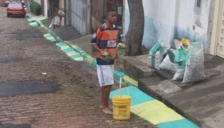 Gabriel Jesus painting streets for 2014 World Cup