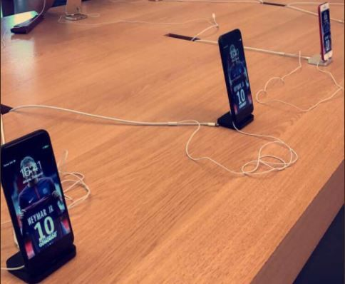 PSG fan trolls Barcelona over Neymar deal by subtly sabotaging Apple store